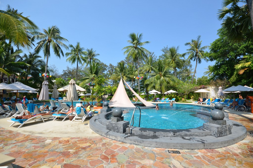 Holiday inn main pool