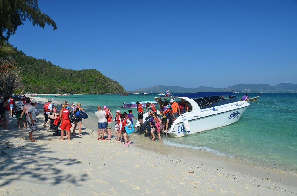 Speedboat to Coral island