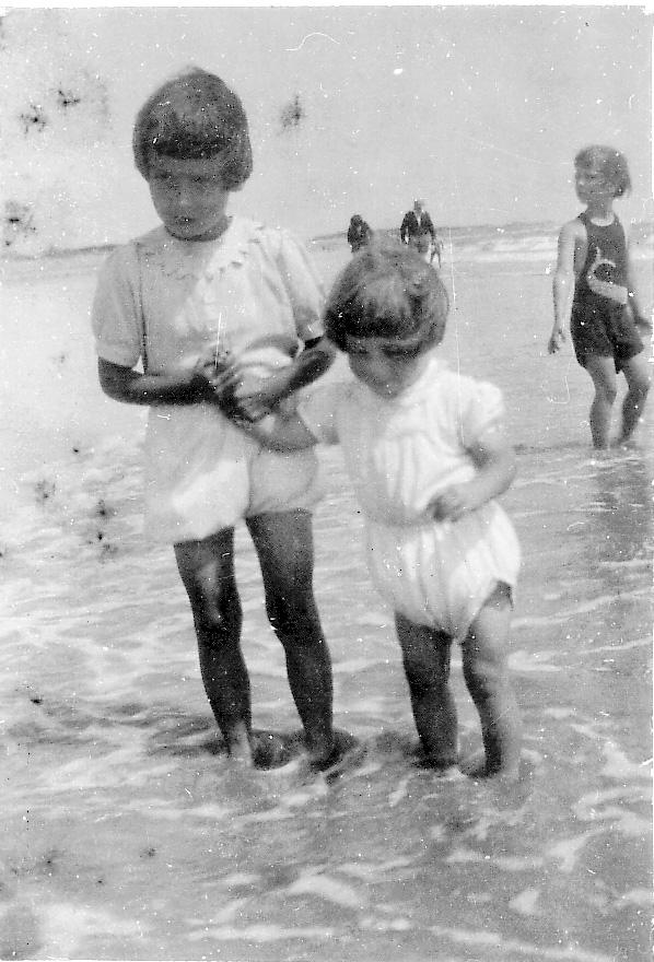 Joan&Pat1939