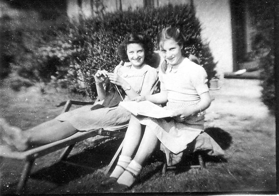 Joan&Pat1948