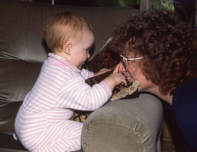 Lauren touch Pats nose Bill_1988